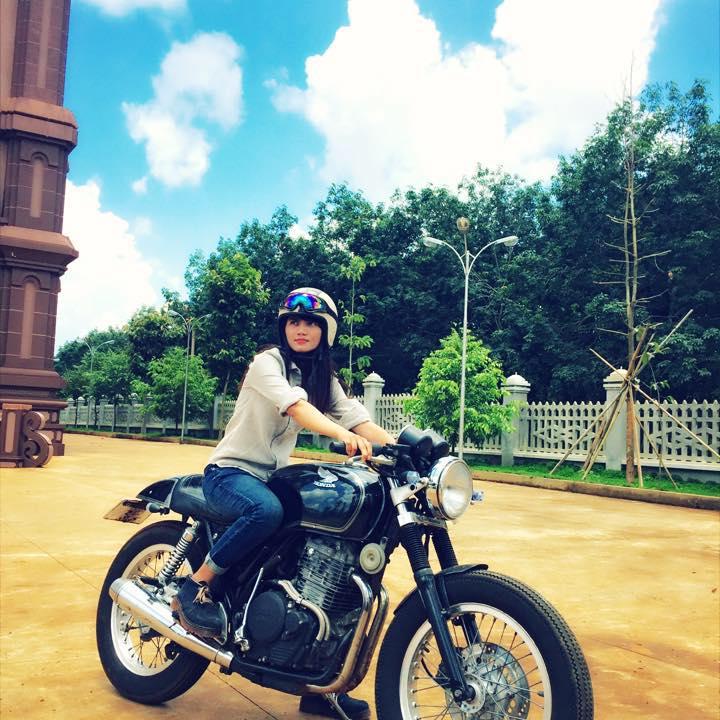 Cap doi tao dang cuc chat ben Cafe Racer tai Viet Nam - 7