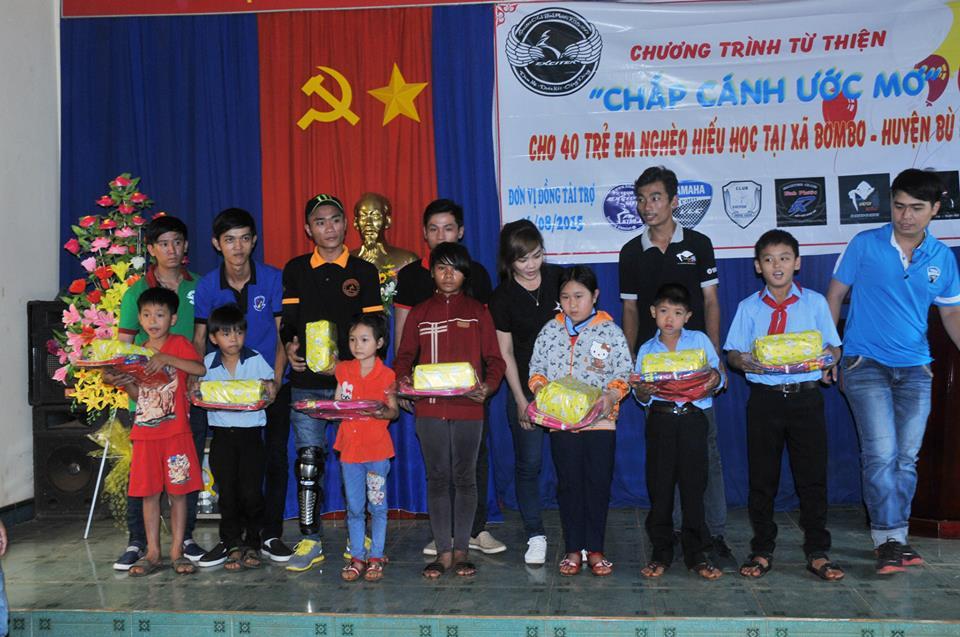 Chuong trinh thien nguyen Chap Canh Uoc Mo cua CLB Exciter Binh Phuoc - 9