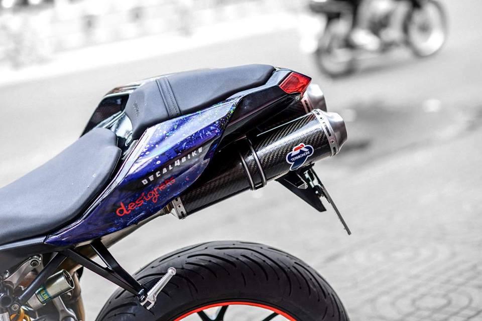 Ducati 848 EVO Corse long lay voi bo canh Decal day an tuong - 7
