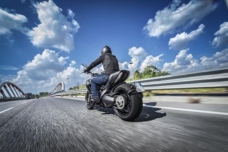Ducati Diavel Carbon 2016 se dinh hon gap boi phan doi cu - 11