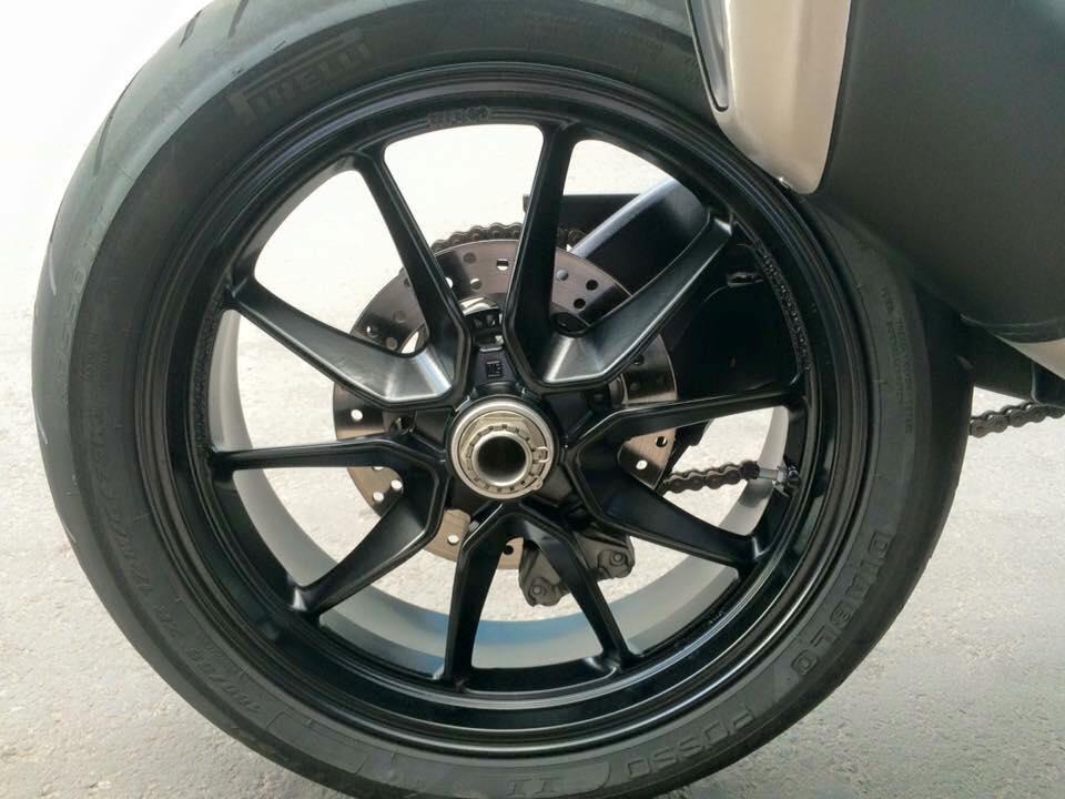 Ducati hyper montrada 821HQCNgia re bao ten - 3