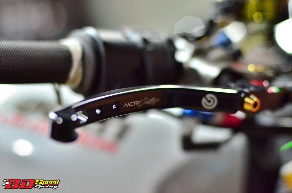 Ducati Monster 1200 do sieu khung voi dan do choi hang hieu - 5