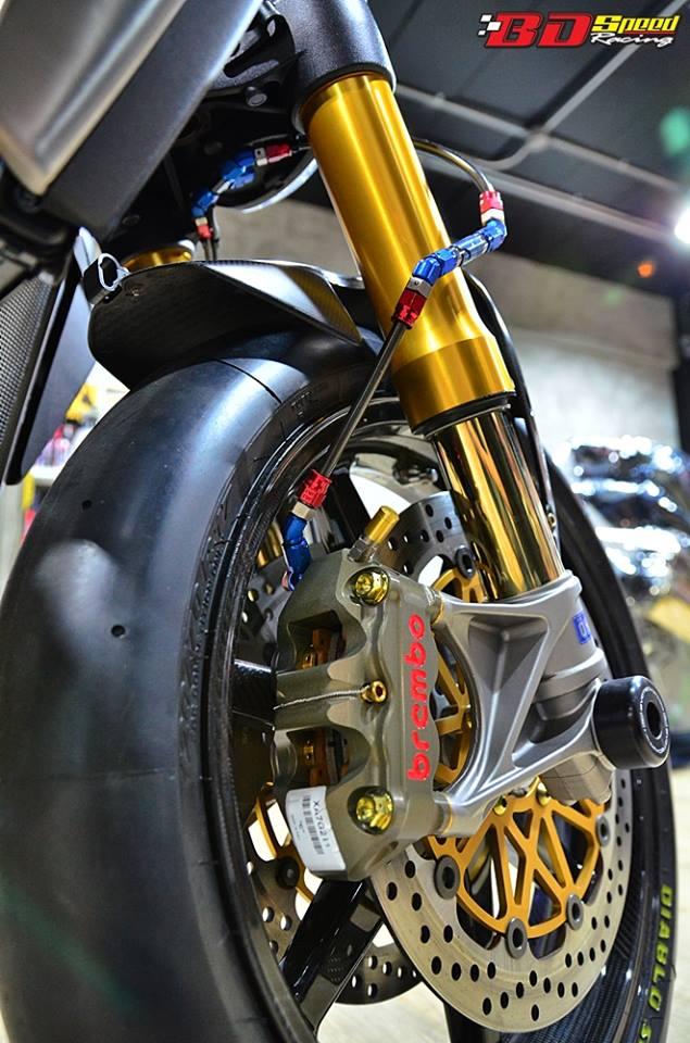 Ducati Monster 1200 do sieu khung voi dan do choi hang hieu - 10