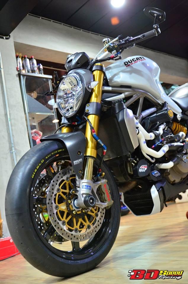 Ducati Monster 1200 do sieu khung voi dan do choi hang hieu - 2