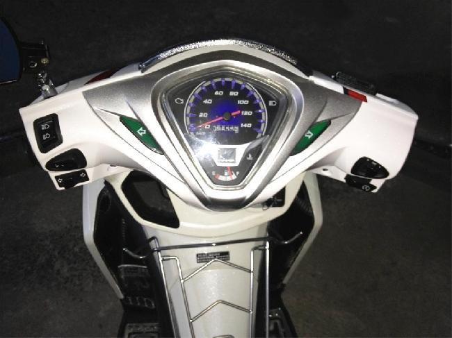 Ban xe Honda Airblade FI trang xam 2012 - 2