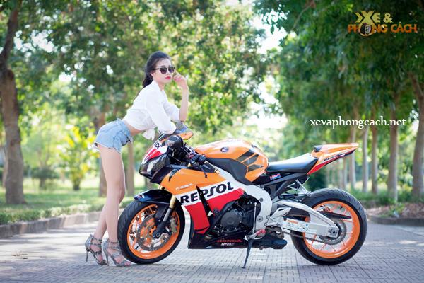 Honda CBR1000RR Repsol day phong cach ben chan dai goi cam - 3