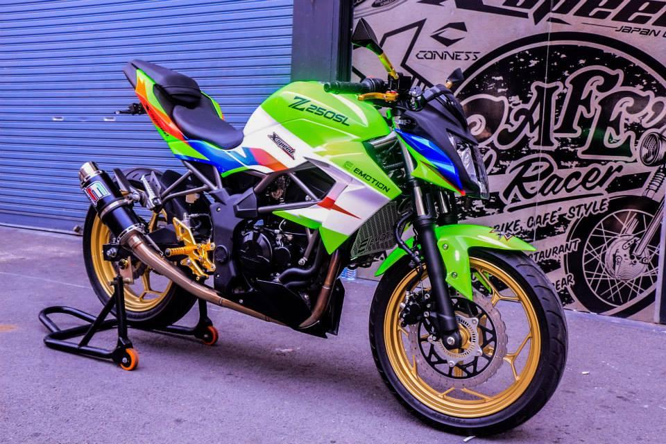 Kawasaki Z250SL do an tuong voi phien ban that noi troi - 6