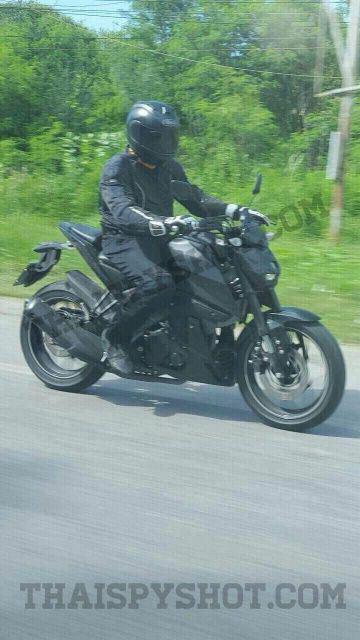 Lo anh choa den pha cua Yamaha MT15