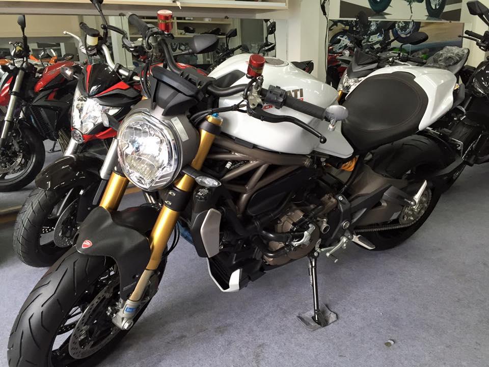 Motor Ken xe cu Ducati Monster 1200 date 2015 trang tinh khiet