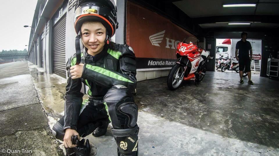 Nu biker 20t cua Viet Nam tai dau truong Quoc Te - 7