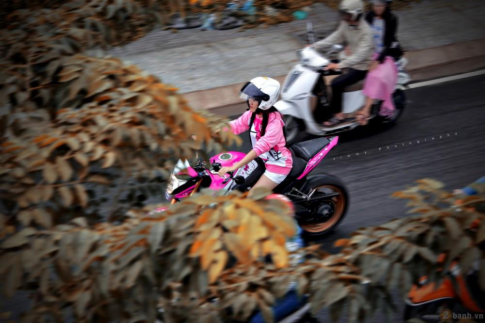 Nu biker tre ben canh CB1000R phien ban Hello Kitty - 3