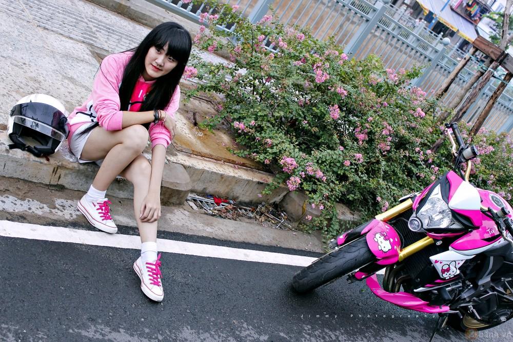 Nu biker tre ben canh CB1000R phien ban Hello Kitty - 5