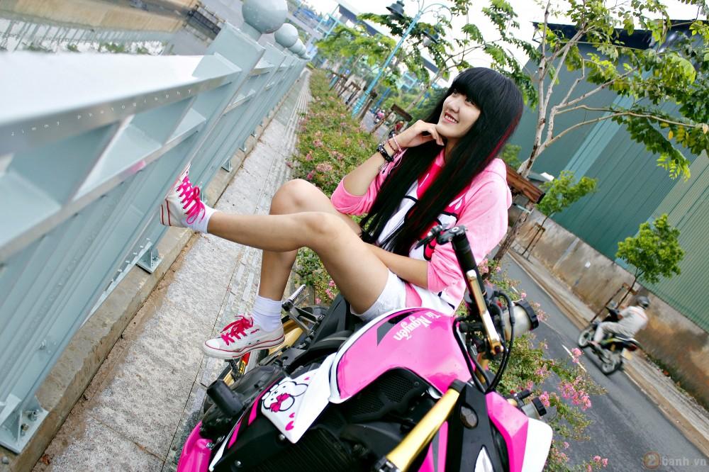 Nu biker tre ben canh CB1000R phien ban Hello Kitty - 6