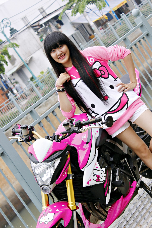 Nu biker tre ben canh CB1000R phien ban Hello Kitty - 8