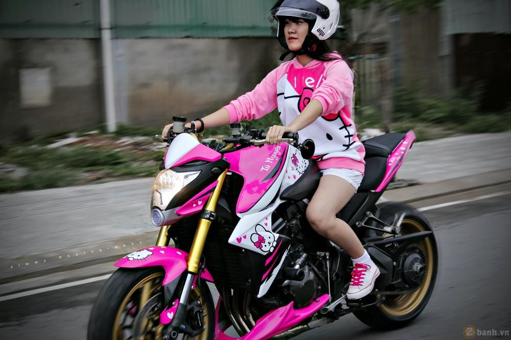 Nu biker tre ben canh CB1000R phien ban Hello Kitty - 10