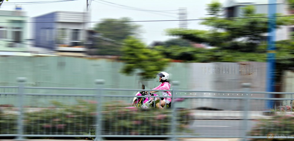 Nu biker tre ben canh CB1000R phien ban Hello Kitty - 11