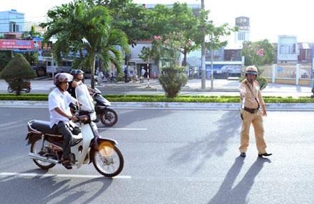On lai bai cac loi vi pham luat giao thong khi di xe may thuong gap - 2