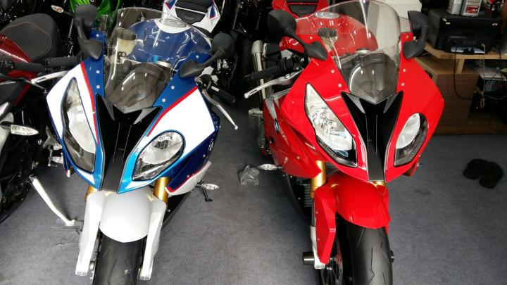 Showroom Moto Ken BMW S1000rr Xanh Trang Da Cap Ben Nha Ae - 3