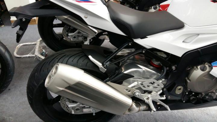Showroom Moto Ken BMW S1000rr Xanh Trang Da Cap Ben Nha Ae - 6