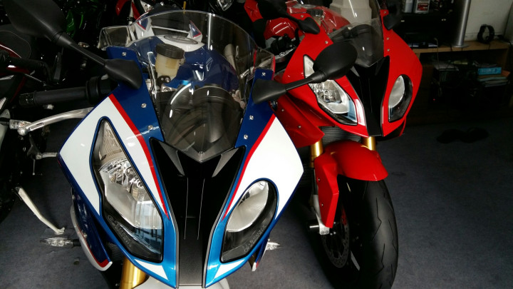 Showroom Moto Ken BMW S1000rr Xanh Trang Da Cap Ben Nha Ae - 7