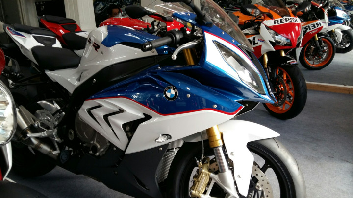 Showroom Moto Ken BMW S1000rr Xanh Trang Da Cap Ben Nha Ae - 8