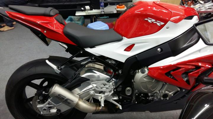 Showroom Moto ken Can ra di BMW S1000rr 2015 mau do trang full opstion chau au xe da qua su dung - 2
