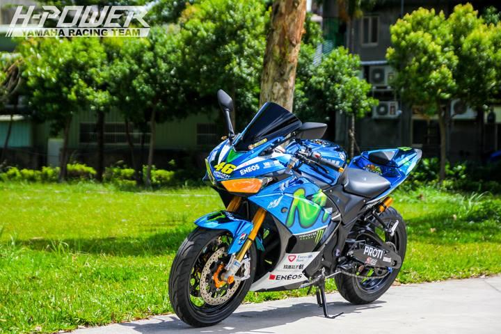 Yamaha R3 do phien ban Crom Movistar voi do choi khung - 8