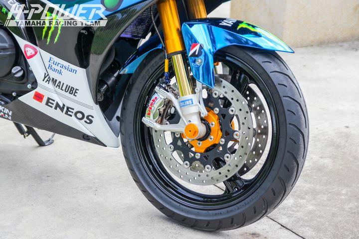 Yamaha R3 do phien ban Crom Movistar voi do choi khung - 10