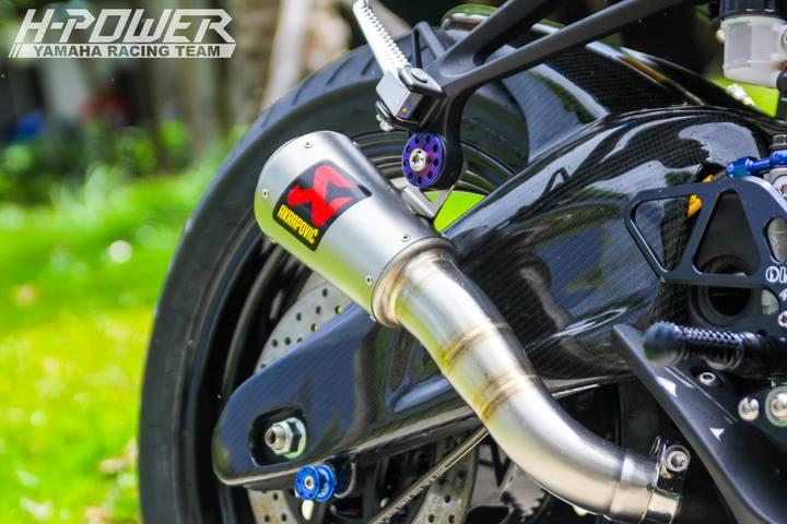 Yamaha R3 do phien ban Crom Movistar voi do choi khung - 11