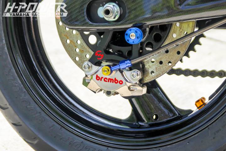 Yamaha R3 do phien ban Crom Movistar voi do choi khung - 15
