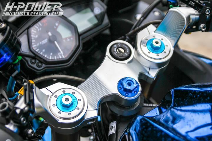 Yamaha R3 do phien ban Crom Movistar voi do choi khung - 16