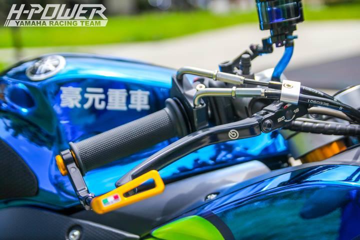 Yamaha R3 do phien ban Crom Movistar voi do choi khung - 19