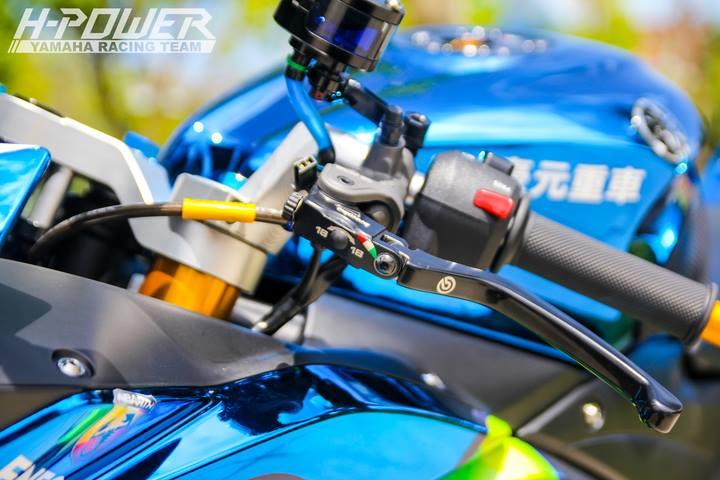 Yamaha R3 do phien ban Crom Movistar voi do choi khung - 20