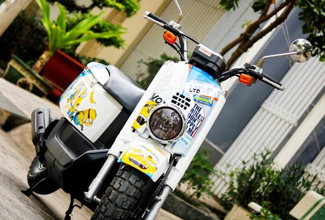 Yamaha VOX 50 phan khoi ve tem dau phong cach Minions - 3