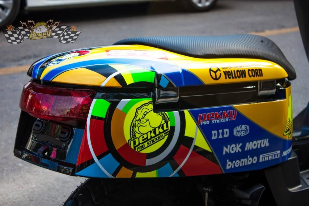 Yamaha Vox son AirBrush noi bat phong cach Rossi - 3