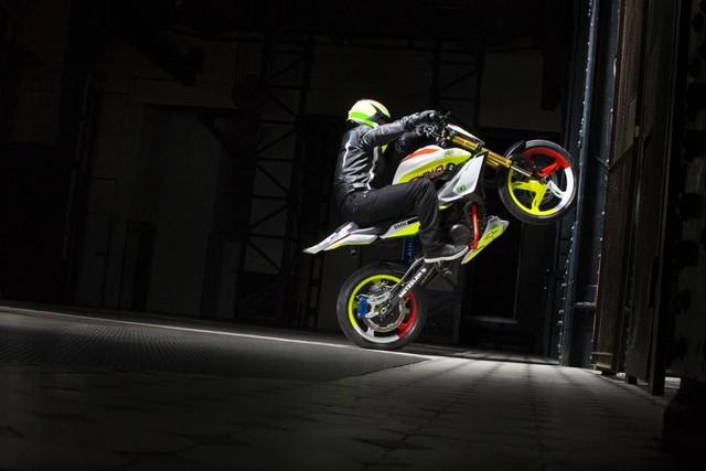 BMW Concept Stunt G310 co the se la mau mo to 300 phan khoi moi cua BMW - 2
