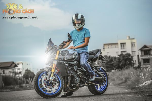 Cam nhan ve chiec Yamaha FZ8 do khung voi chi phi 250 trieu cua biker Sai Gon