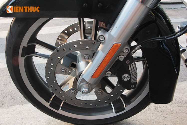 Can canh HarleyDavidson Street Glide gia 11 ty tren pho Sai Thanh - 15