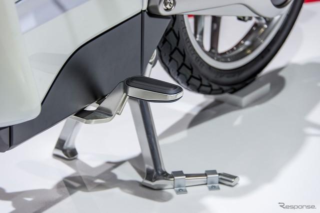 Can canh Honda EV Cub bang xuong bang thit - 12