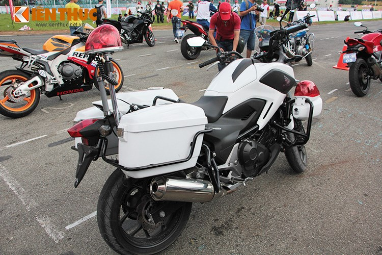 Can canh Honda NC750 phien ban Police chinh hang tai Viet Nam - 14