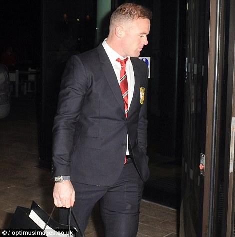 Dong doi dat vo va ban gai di mung sinh nhat cua Rooney