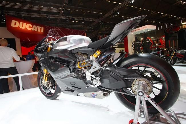 Ducati 1199 Panigale RS13 chiec xe dua tren duong pho - 3