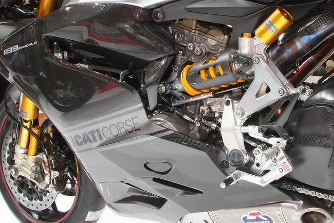 Ducati 1199 Panigale RS13 chiec xe dua tren duong pho - 4