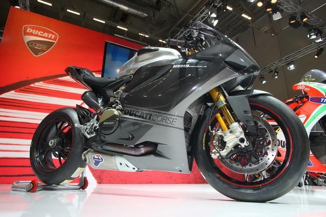 Ducati 1199 Panigale RS13 chiec xe dua tren duong pho - 5