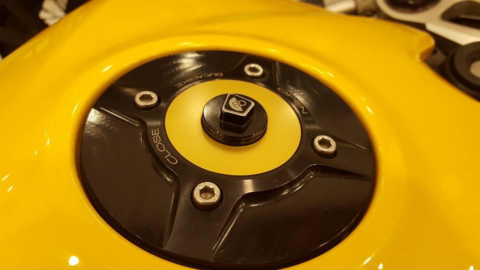 Ducati 899 Panigale vang sac so - 2