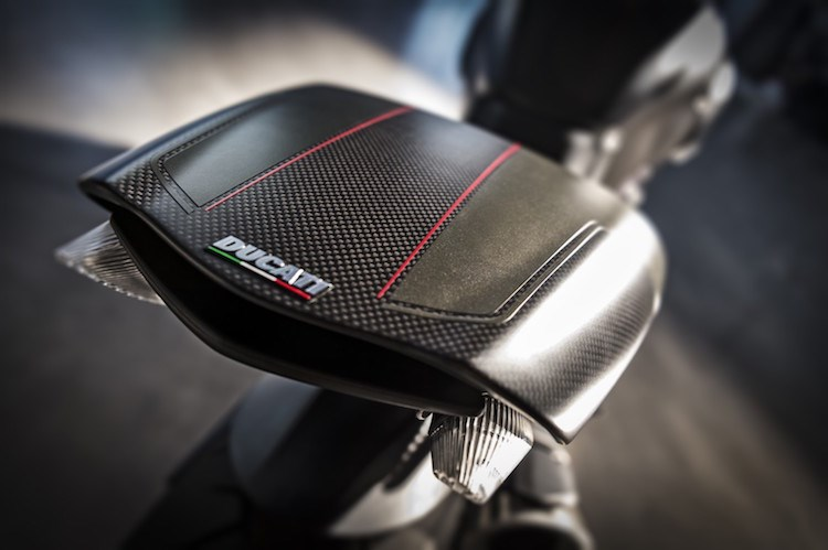 Ducati Diavel Carbon 2016 se dinh hon gap boi phan doi cu - 6