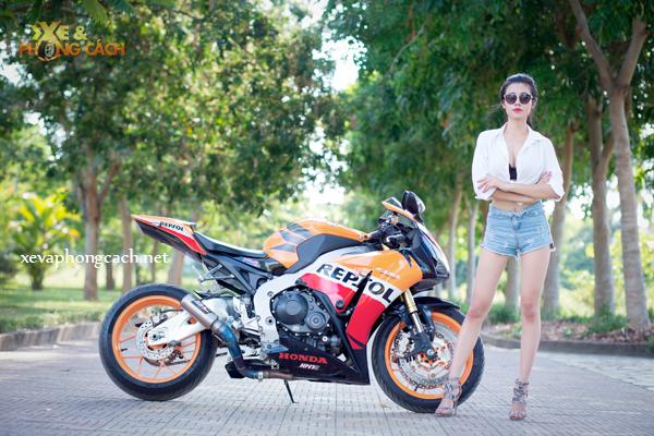 Honda CBR1000RR Repsol day phong cach ben chan dai goi cam