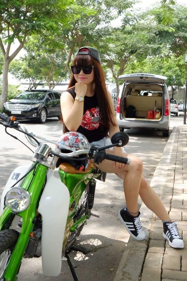 Hot girl cung xe cub do - 4