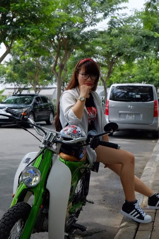 Hot girl cung xe cub do - 6