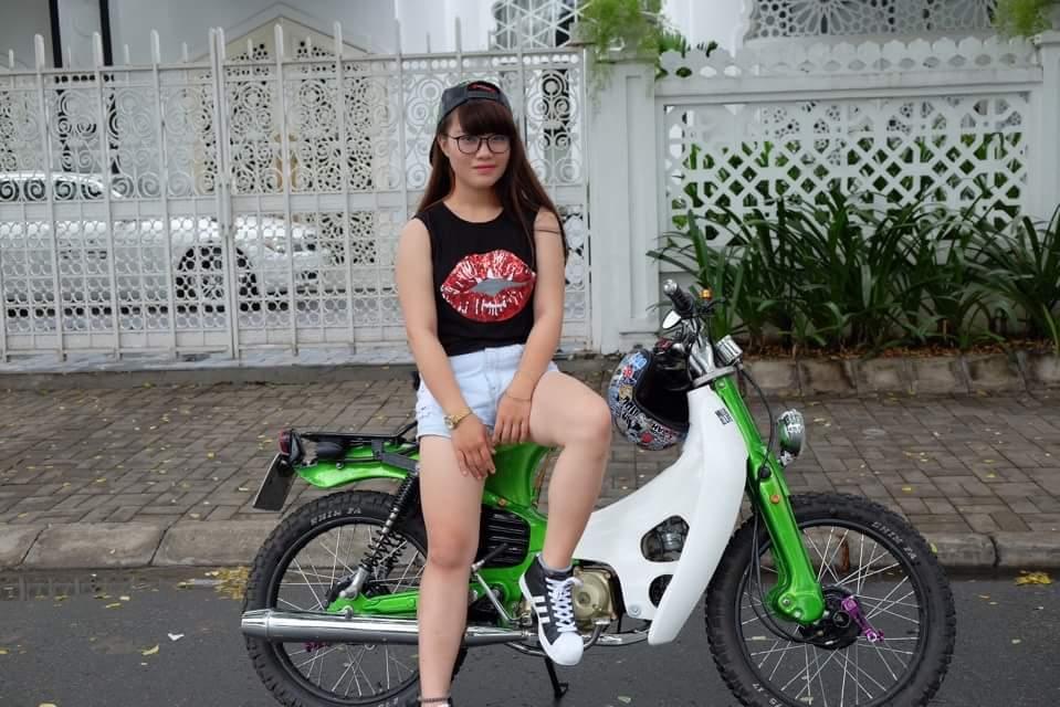 Hot girl cung xe cub do - 12